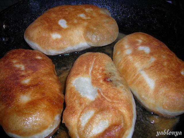 рецепт пирожки с печенью жареные на сковороде рецепт с фото