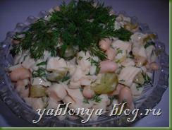 салат с кальмарами, салат с мясом криля, салат с белой фасолью, как варить кальмары для салата