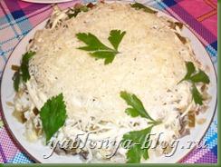 салат с солёными огурцами, слоеные салаты, слоеный салат с курицей, салат курица с грибами слоеный, очень вкусный салат, салат с опятами