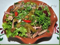 салат с ветчиной и грибами, вкусные салаты к праздничному столу, простые праздничные салаты, новые салаты на новый год, салаты к новому году, новые вкусные салаты, новейшие салаты с фото